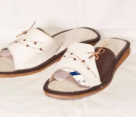 Pantofle skórkowe – damskie – biel z brązem