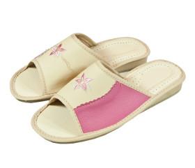 Pantofle skórkowe – damskie – różowe z haftowanym kwiatem