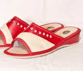 Pantofle skórkowe – damskie – czerwone z dziurkami