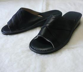 Pantofle skórzane – damskie