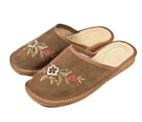 Pantofle skórkowe – damskie – jasny brąz – haft