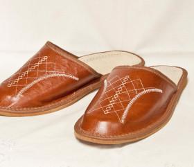 Pantofle skórkowe – męskie – brązowe z haftem