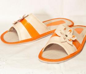 Pantofle skórkowe – pomarańczowe z kwiatkiem